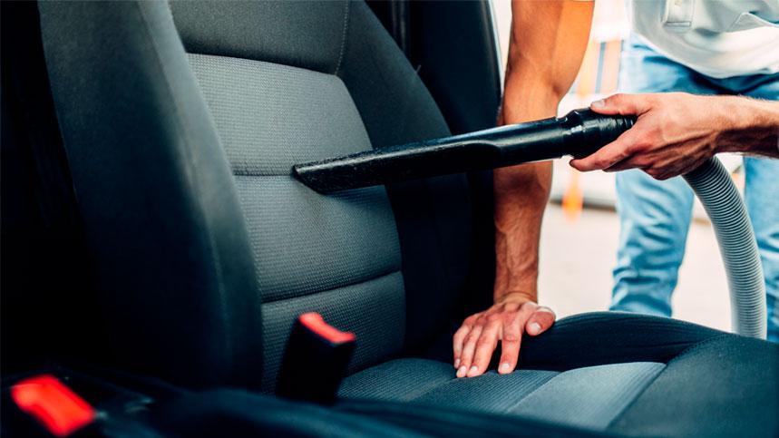 Cómo limpiar el interior de tu coche